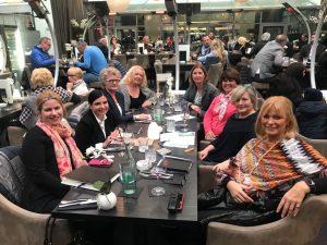 Die Damen beim ersten Treffen